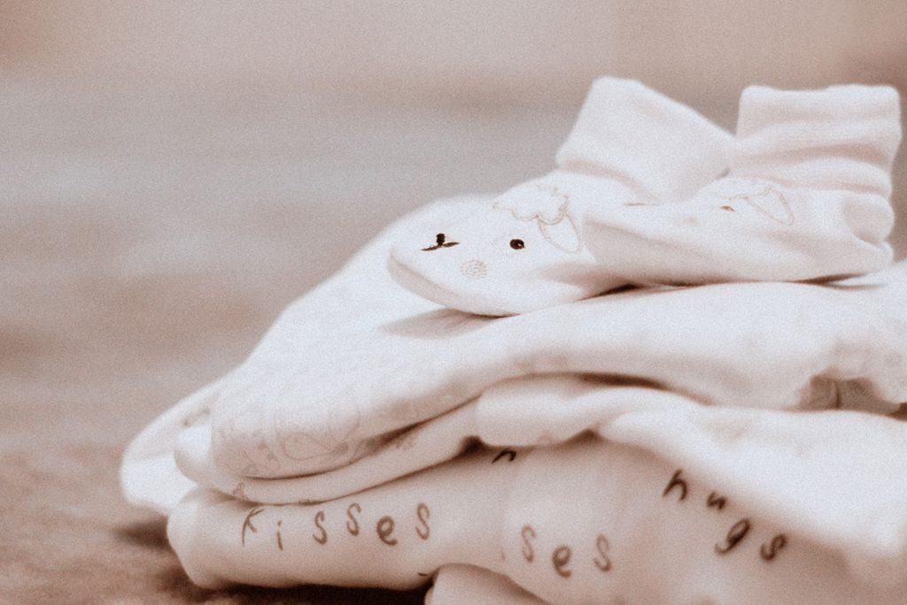haine de bebeluși adorabile, ordonate